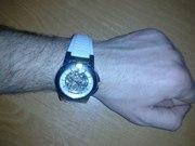 Продам оригинальныве часы