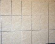 Укладка плитки на стенах,  на полу.