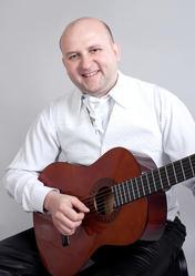 Предлагаю услуги: Тамада-профессионал,  живая музыка .тел 044 36131 38 Киев